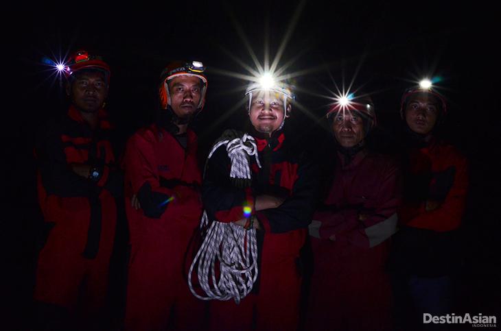 Setitik-Cahaya-Dikegelapan-Abadi-2