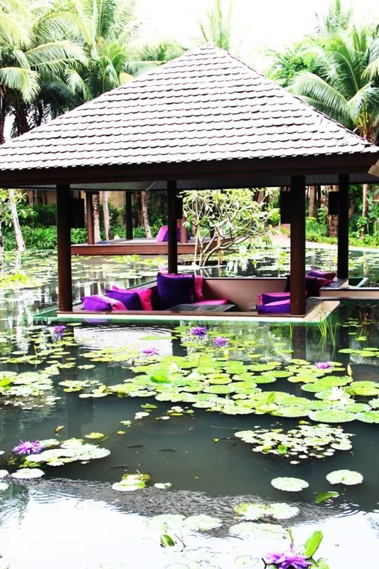 Restoran Dalah dengan kolamnya.