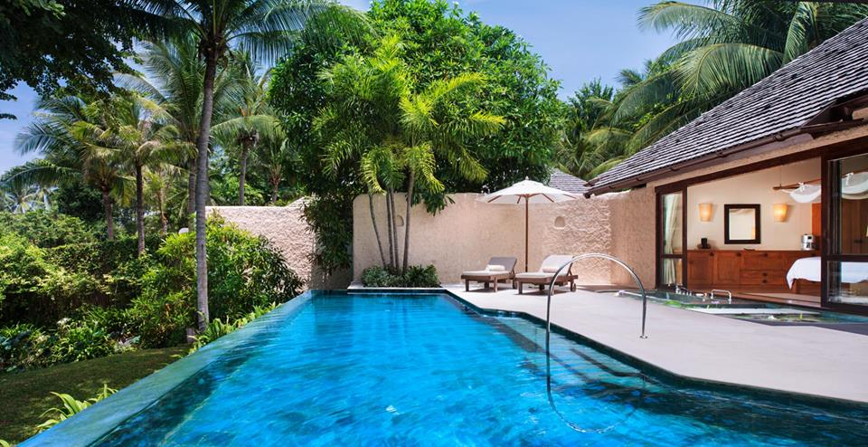 Kolam renang privat di vilanya.