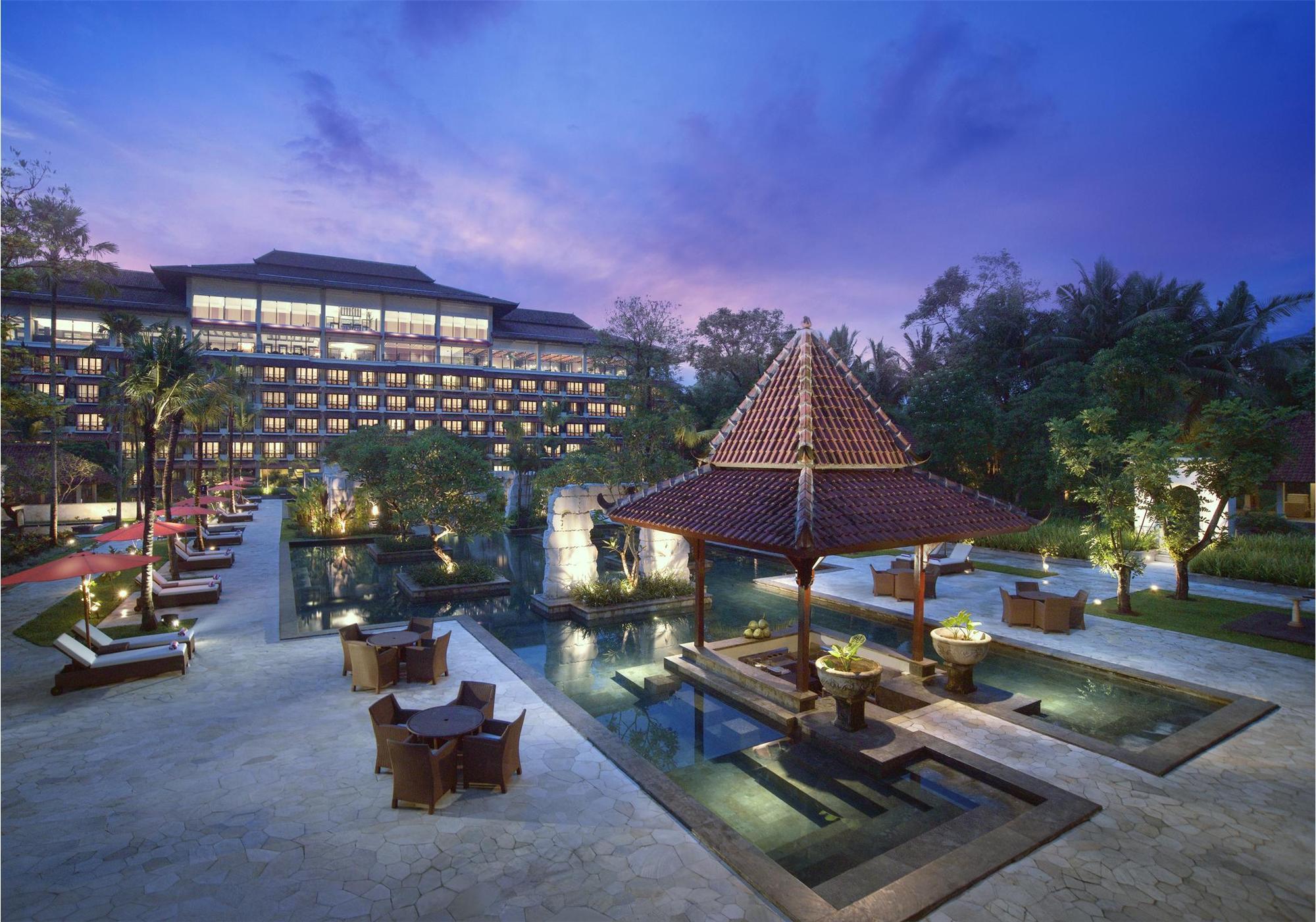 Fasad Sheraton Mustika Yogyakarta Resort & Spa.