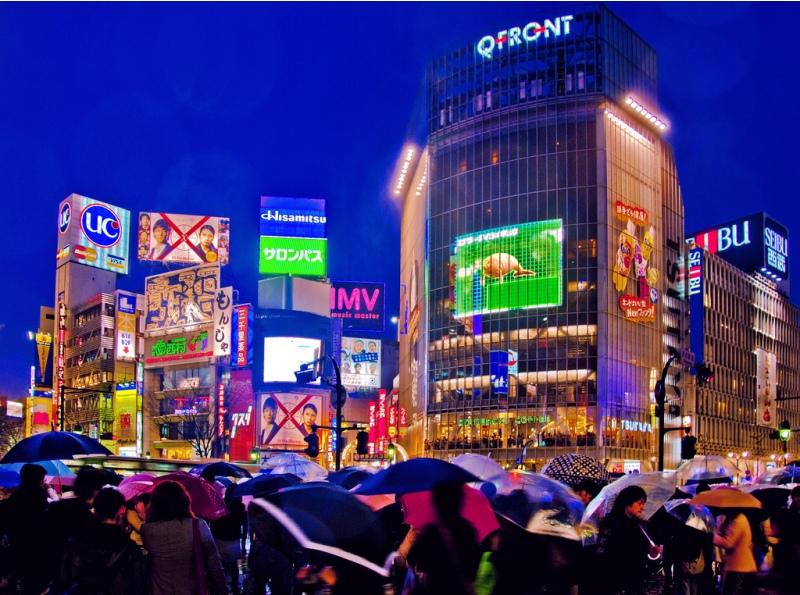 Kepadatan Shibuya di malam hari. Meskipun padat penduduk, kriminalitas di Tokyo sangat rendah. (Foto: Takadanobaba Kurazawa/Flickr)