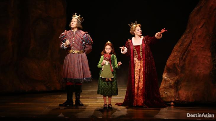 Penampilan Putri Fiona dalam sebuah adegan kilas balik.