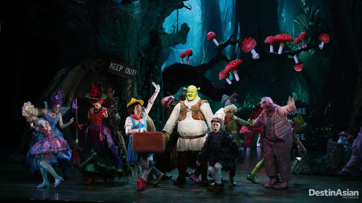 Penampilan Shrek dan para temannya yang mengundang tawa.