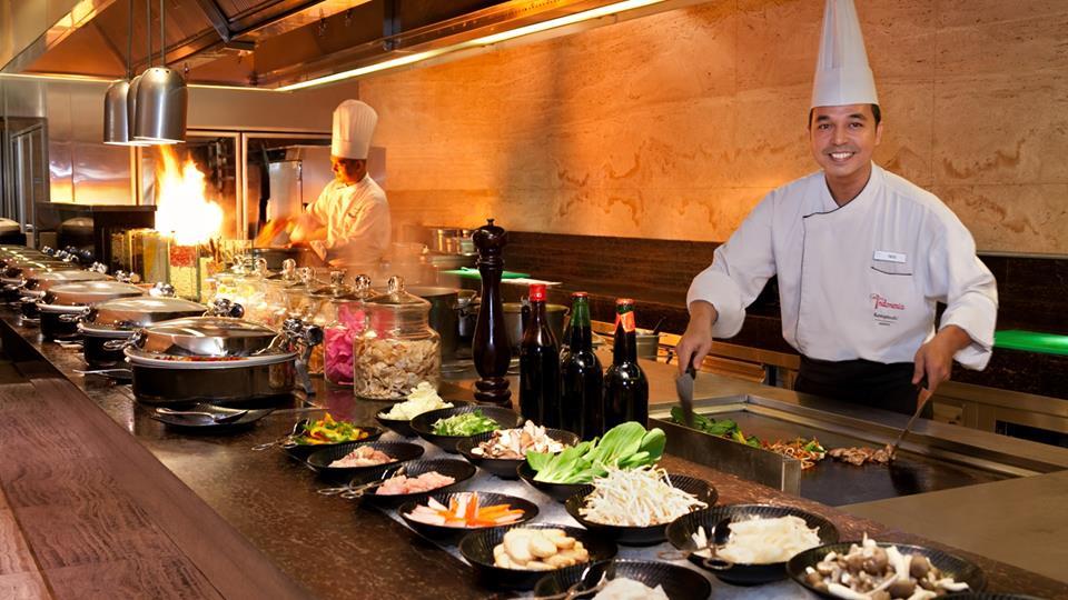 Salah satu dapur terbuka di Signatures Restaurant.