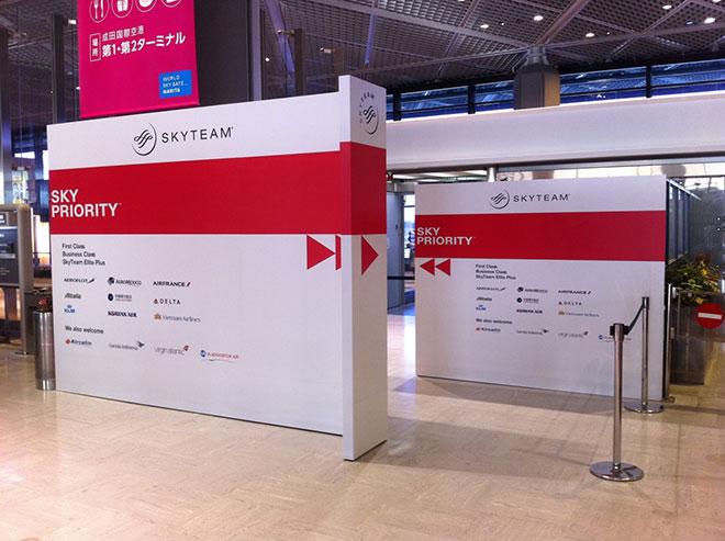Jalur imigrasi khusus SkyTeam di Bandara Internasional Narita, Tokyo.