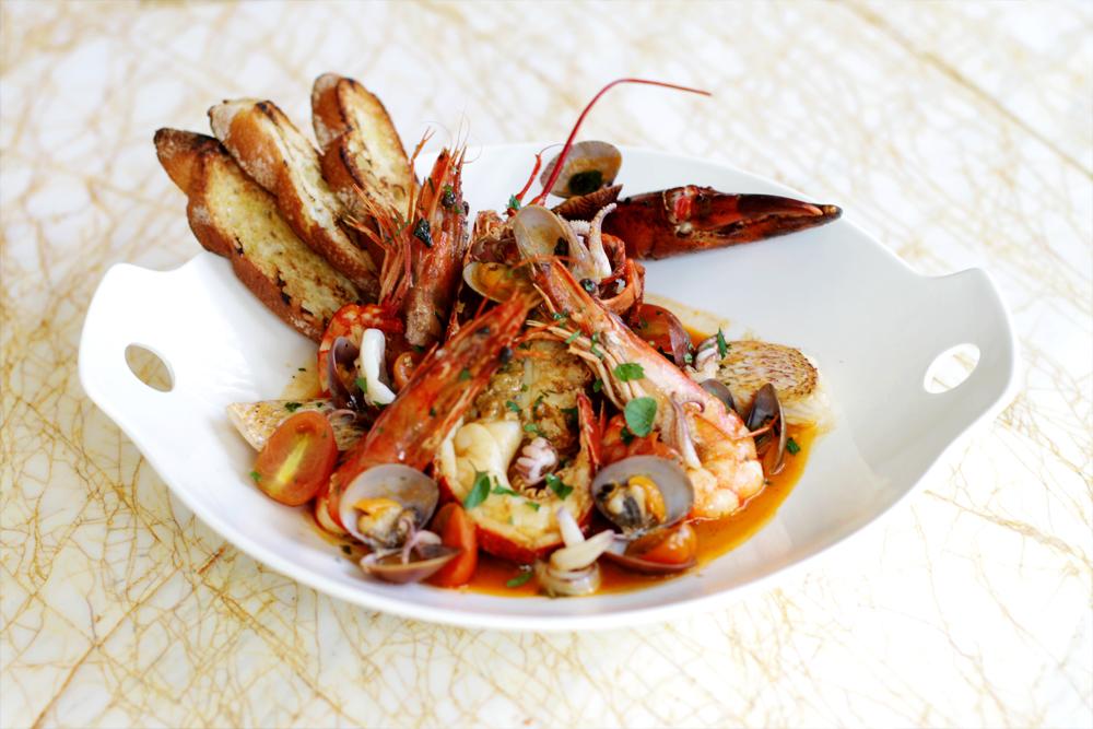 Makanan seafood di Soleil.