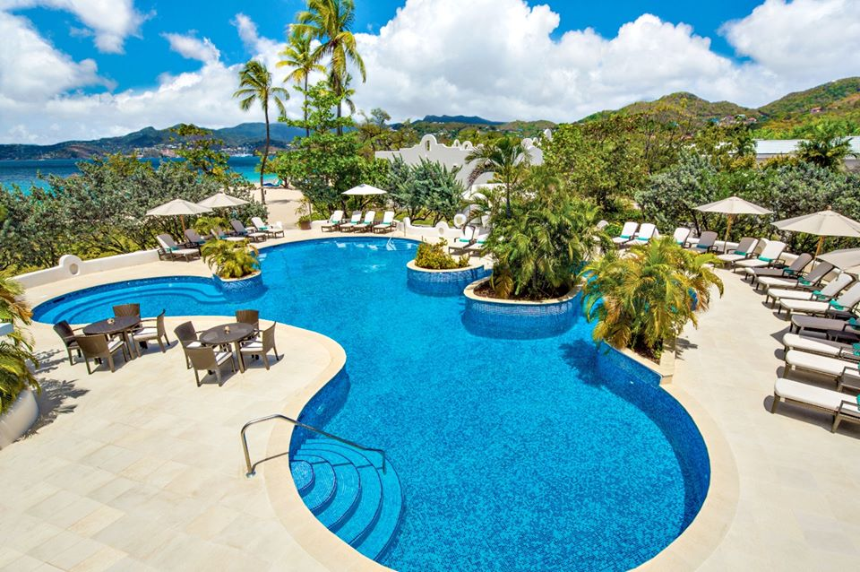 Kolam renang Spice Island Beach Resort yang tidak menggunakan zat kimia.
