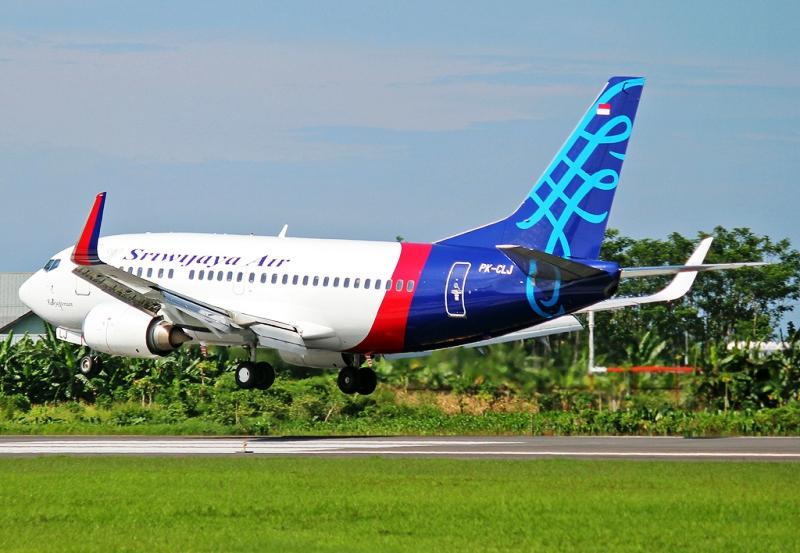 Pesawat Boeing 737-500 yang akan melayani rute langsung Sorong-Timika pp. (Foto: Andika Primasiwi)