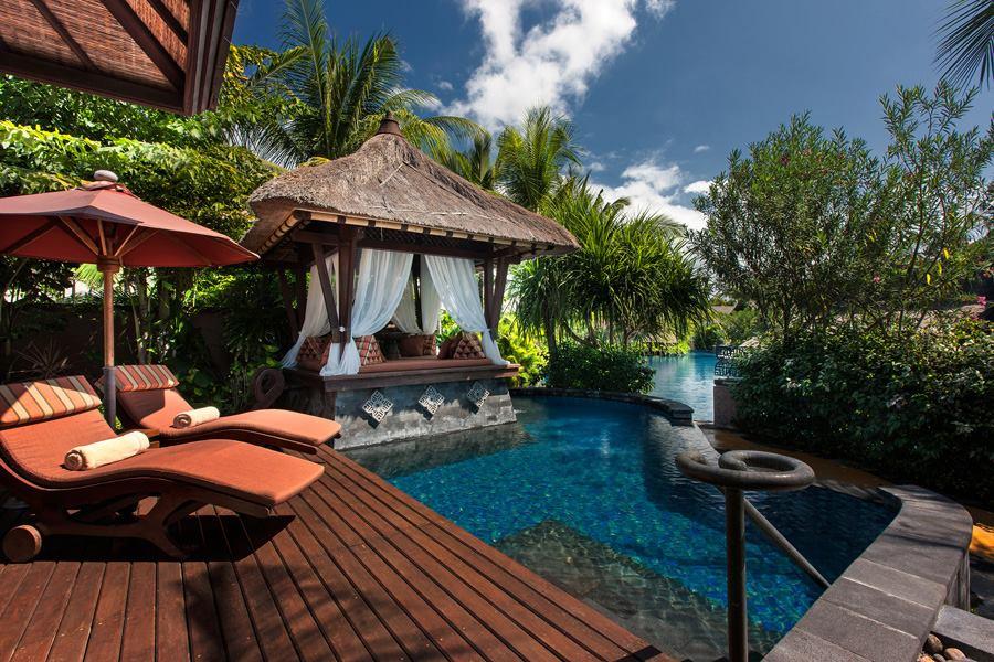 Akomodasi tipe Vila dilengkapi kolam renang privat.
