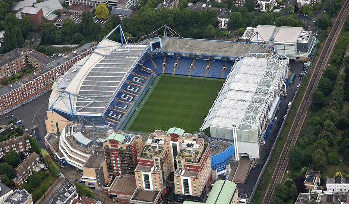 Stadion Stamford Bridge juga dilewati oleh tur udara ini.