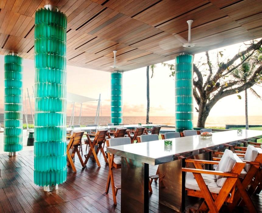 Restoran Starfish Bloo dengan interior dan pemandangannya yang menawan.
