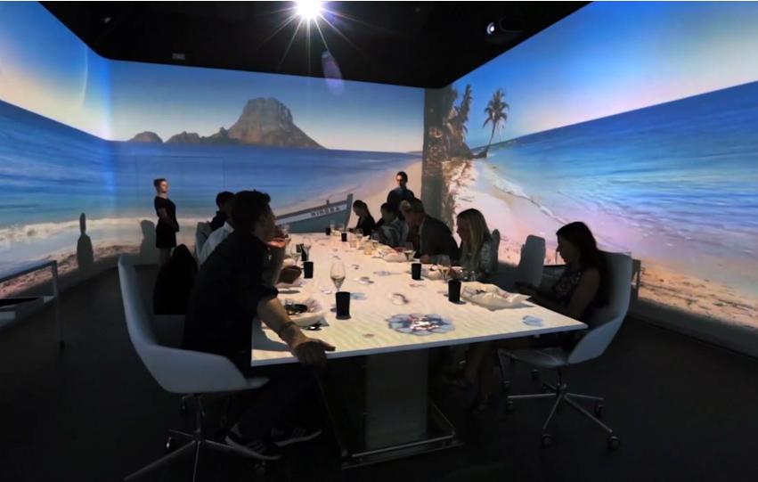 Video mapping yang dirancang khusus untuk menciptakan suasana makan yang unik.
