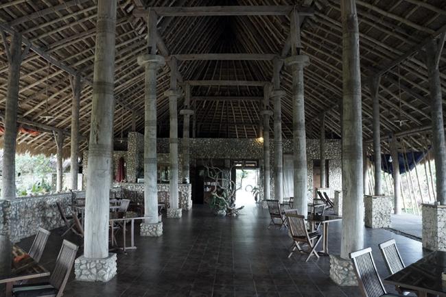 Interior restoran Sumba Nautil Resort, selatan Sumba.