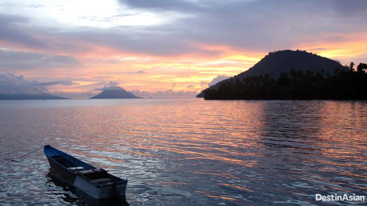Suasana sunset di titik penyelaman Banahena.