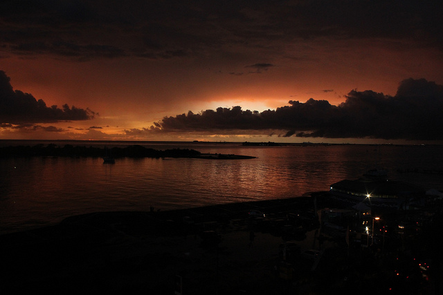 Senja di Makassar. (Foto: Agianda/Flickr)