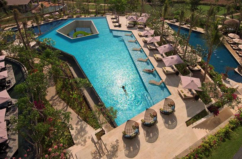 Satu dari enam kolam renang yang siap menggoda para tamu. (Foto: Rimba Jimbaran Bali)