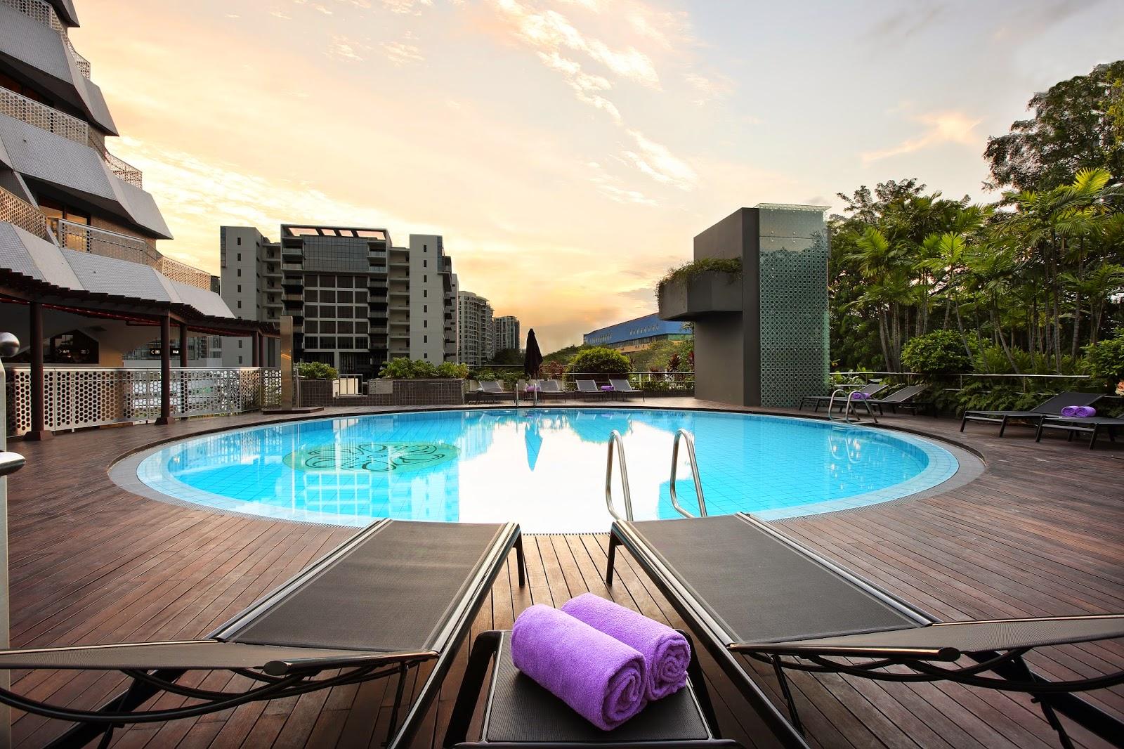 Kolam renang Village Hotel Katong.