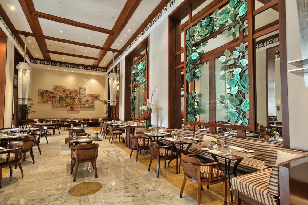 Interior dari Jakarta Restaurant & Garden di Hotel The Dharmawangsa.