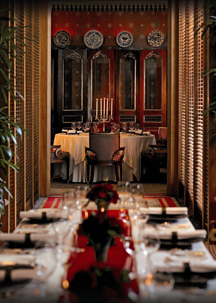 Restoran Sriwijaya di Hotel The Dharmawangsa dengan atmosfer ningrat.
