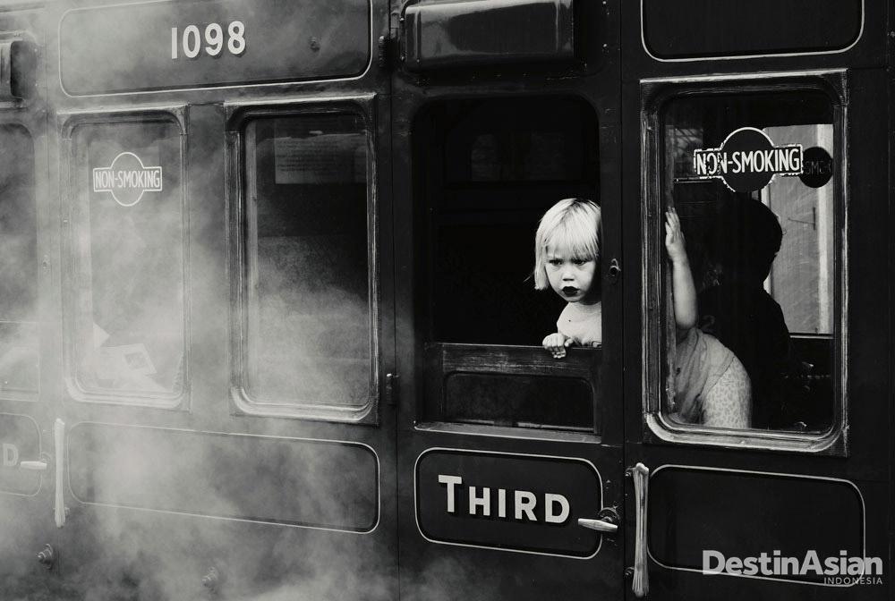 Di Sheffield Park Station yang dibangun pada 1882, fotografer Rumania Felicia Simion berhasil membidik subyek dan momen yang memikat.