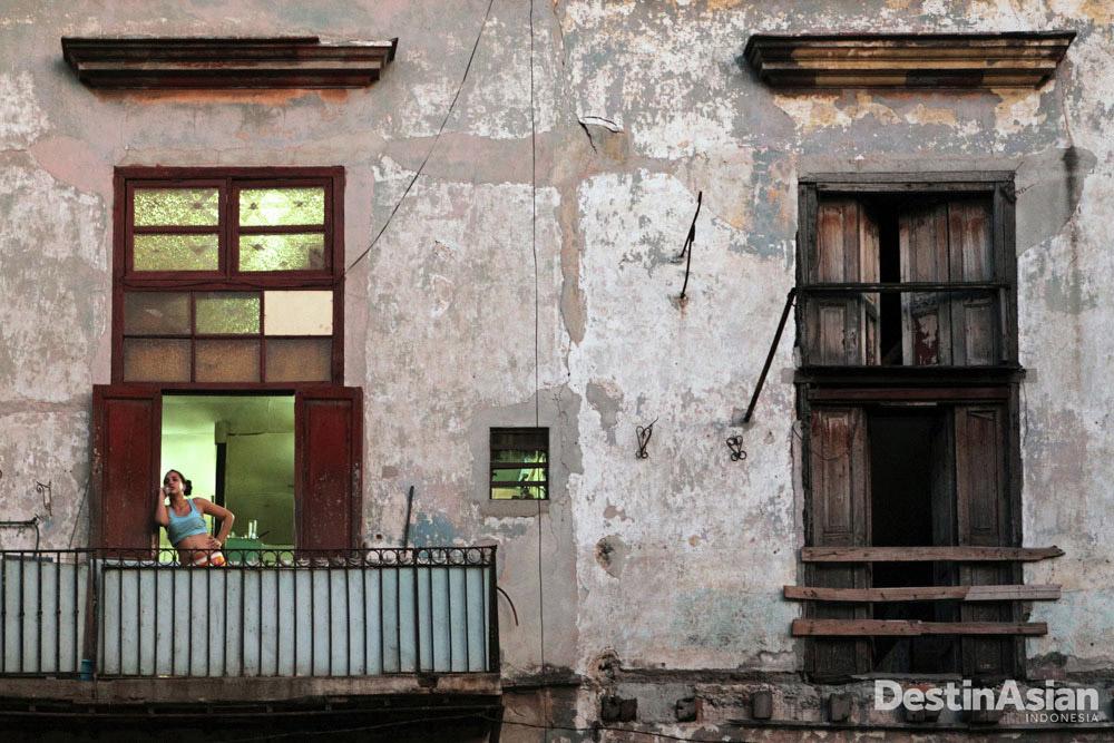 Fotografer amatir Massimiliano Fabrizi menciptakan esai bertema Havana dan menyabet posisi wahid kategori 'Travelogue.'