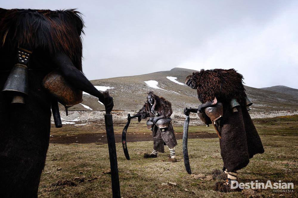 Ritual pagan di Desa Volakas, Yunani, karya evokatif yang dikirimkan Niko Vavdinoudis untuk kategori 'People & Culture.'
