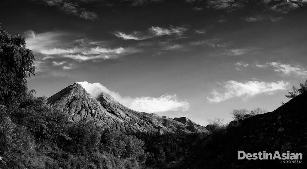 Foto Gunung Merapi yang mengantarkan Michael Theodric asal Indonesia menjadi jawara untuk kedua kalinya di kategori '14 Years Old & Under.'