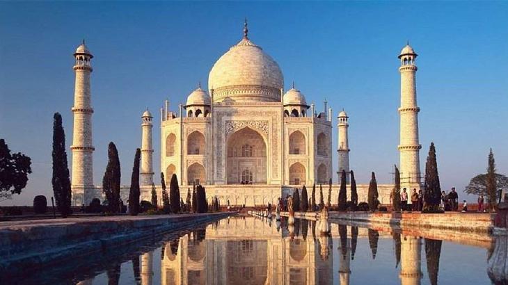 Taj Mahal yang menjadi salah satu ikon pariwisata India.
