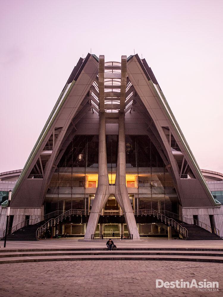 Gedung pertunjukan Teater Jakarta di Taman Ismail Marzuki.
