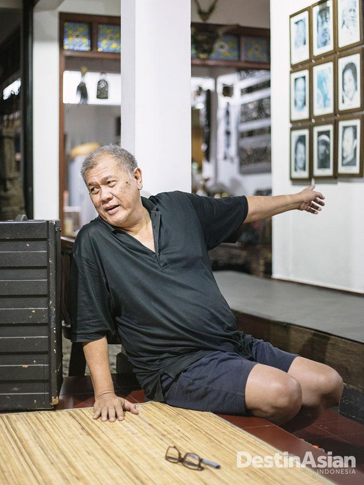 Nano, sutradara Teater Koma, di rumahnya di kawasan Bintaro.