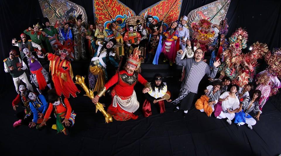 Republik Cangik menampilkan aktor dan aktris senior Teater Koma seperti Rita Matu Mona dan Budi Ros. (Foto: Teater Koma)