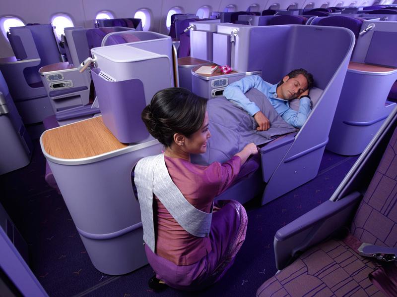Untuk Thai Airways, penumpang kelas bisnis digratiskan menggunakan WiFi selama tiga bulan.