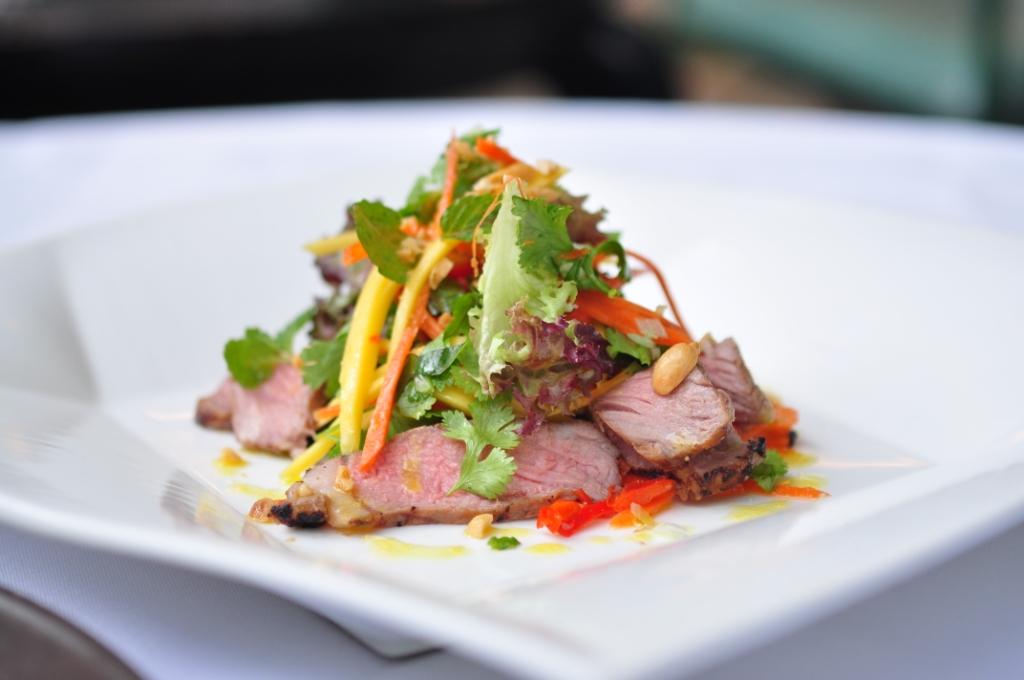 Selada daging sapi ala Thailand yang bercita rasa segar.