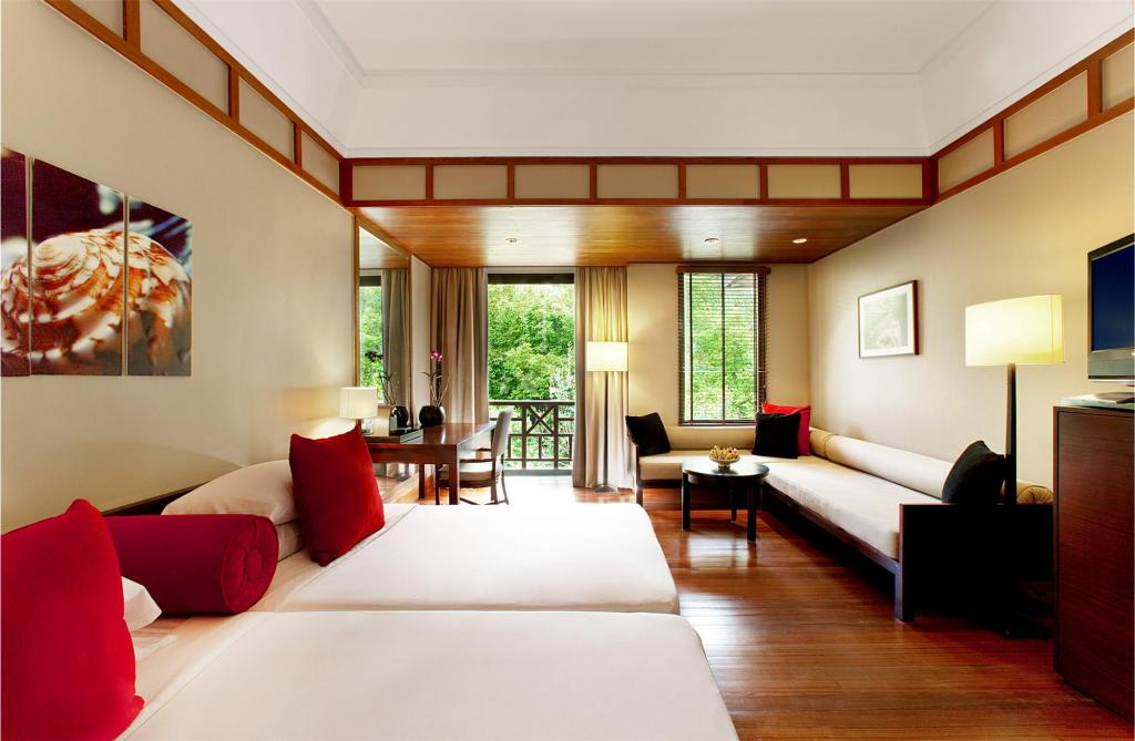 Kamar tipe Deluxe Rainforest di The Andaman Langkawi.