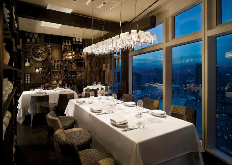 Dining Room. Restorannya jauh dari kesan ingar-bingar.