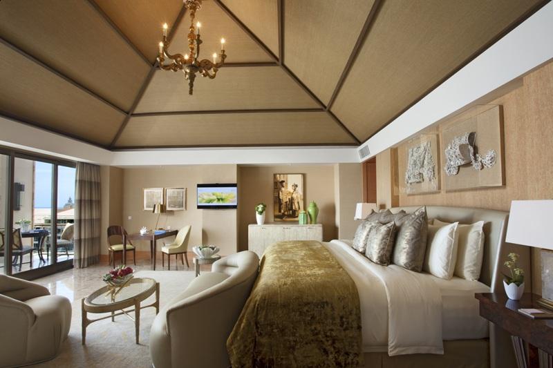 Kamar tipe The Duke Suite dilengkapi jacuzzi di patio-nya. (Foto: The Mulia Bali)