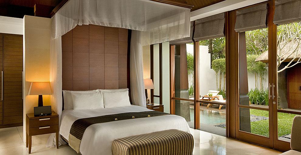 Kamar Pool Villa dengan kolam renang privat.