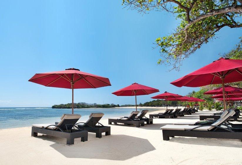 The Laguna Bali dilengkapi dengan pantai semi-privat.