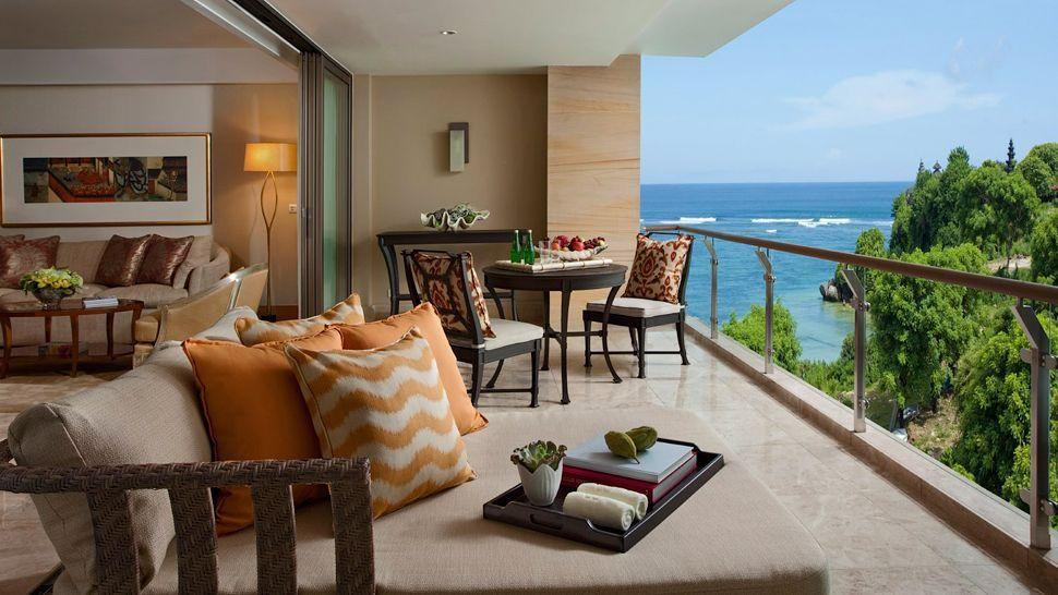 Balkon privat salah satu kamar di The Mulia Resort Villa.