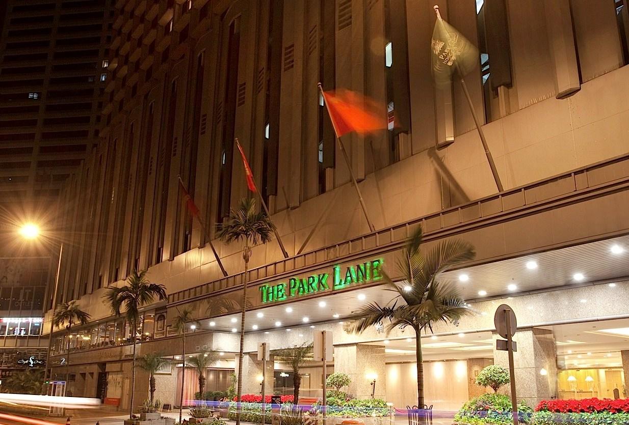 Hotelnya bersemayam di distrik bisnis dan belanja ramai.