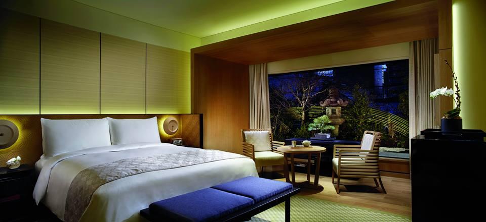 Dengan luas kamar mulai 50 meter persegi, Ritz-Carlton Kyoto adalah hotel dengan kamar terluas di kota tersebut.