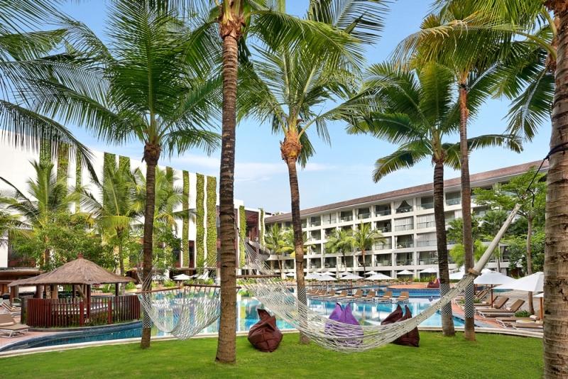 Area bersantai di The Stones Hotel Bali.