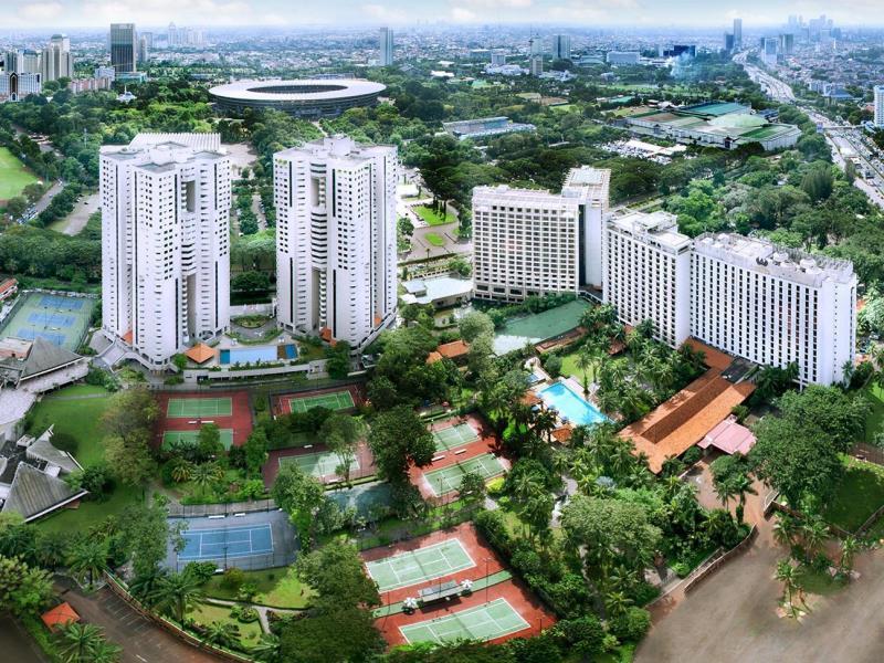 Hotel The Sultan Jakarta dianugerahi taman luas dan bersemayam di lokasi strategis di Ibu Kota.