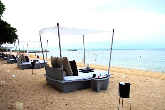 Selain santap malam di restoran, The Westin Resort Nusa Dua juga hadirkan piknik di dalam properti mereka.