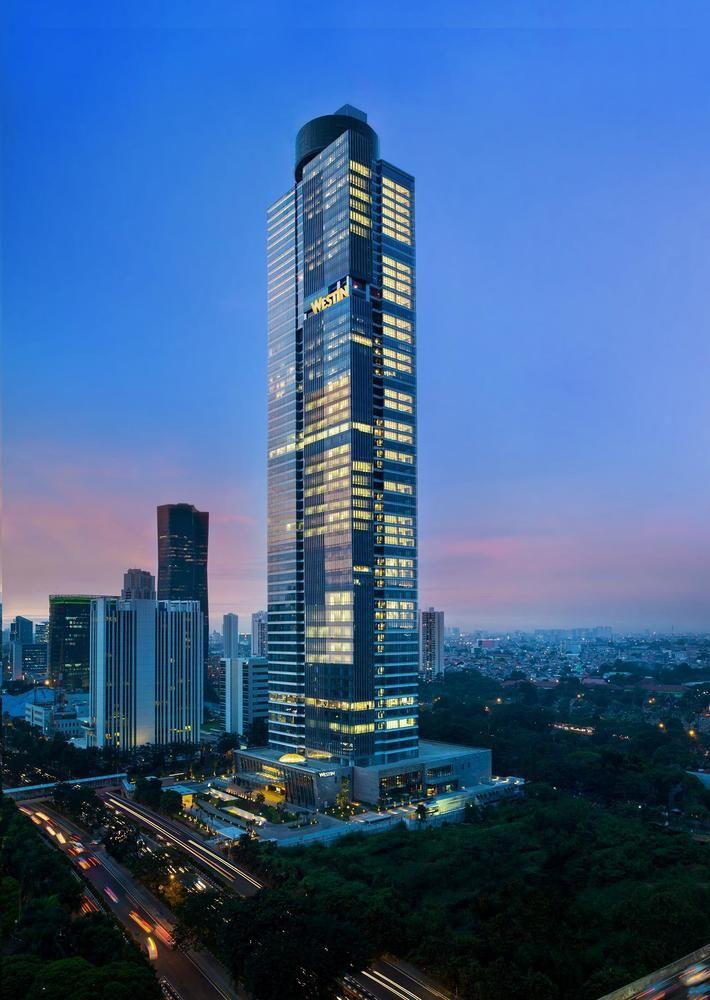 Gedung Gama Tower yang memiliki tinggi 288 meter.