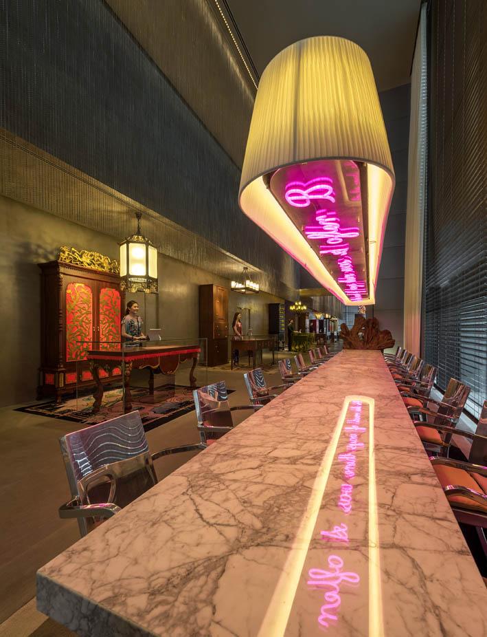 Restoran Global Village dengan desain atraktif.