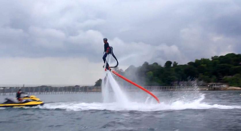 Fly Board, tambahan permainan air baru di Turi Beach Resort.