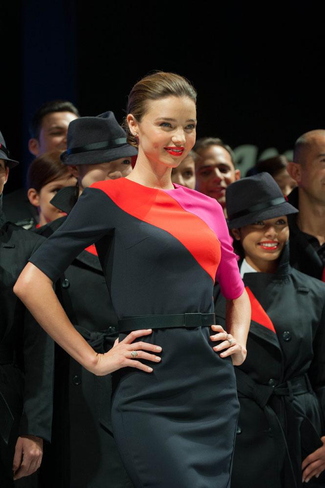 Supermodel dunia asal Sydney, Miranda Kerr, memperagakan seragam baru Qantas.