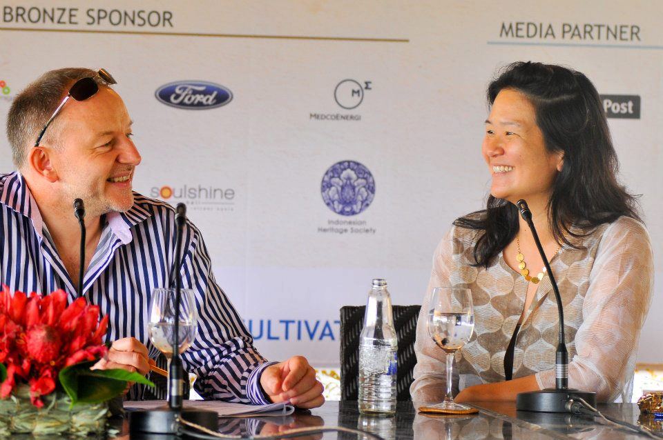 Para penulis sedang berdiskusi dalam sebuah seminar di Ubud Writers & Readers Festival 2011.