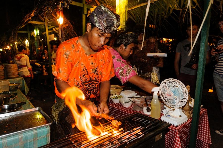 Ubud Food Festival juga mengemban misi memperkenalkan hidangan autentik Indonesia ke turis mancanegara. (Foto: Matt Oldfield)